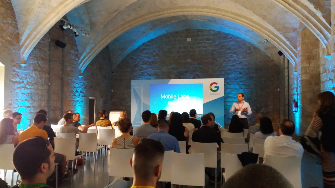 Javier Saavedra Industry Head Banking and Insurance. Mobile iniciative Leader for Spain and Portugal. Mobile Labs de Google Partners Barcelona